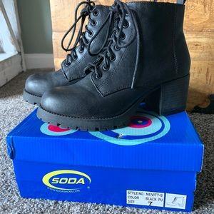 SODA black boot with heel